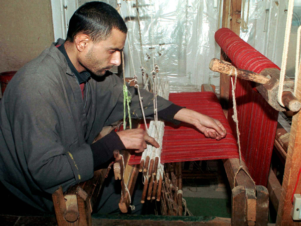 FOR RELEASE WITH STORY BC-KASHMIR-SHAHTOOSH - Fayaz Ahmed weaves a shahtoosh shawl on his handloom set in downtwon Srinagar. Despite world wide ban on shahtoosh shawls, made from the hair of an endangered antelope called the Chiru, or Tibetan antelope is shot and skinned off by poachers to get shahtoosh and smuggled to Kashmir for making shawls and stoles. Picture taken 12MAY99. SM/CC - RTRP85B