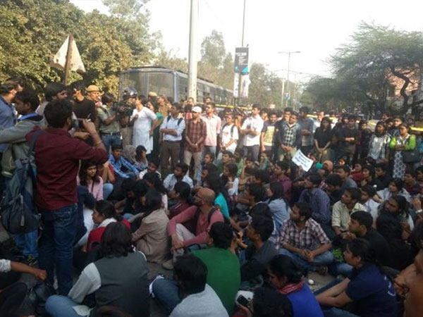 Delhi-ramjas-collage-protest-against-umar-khaleed